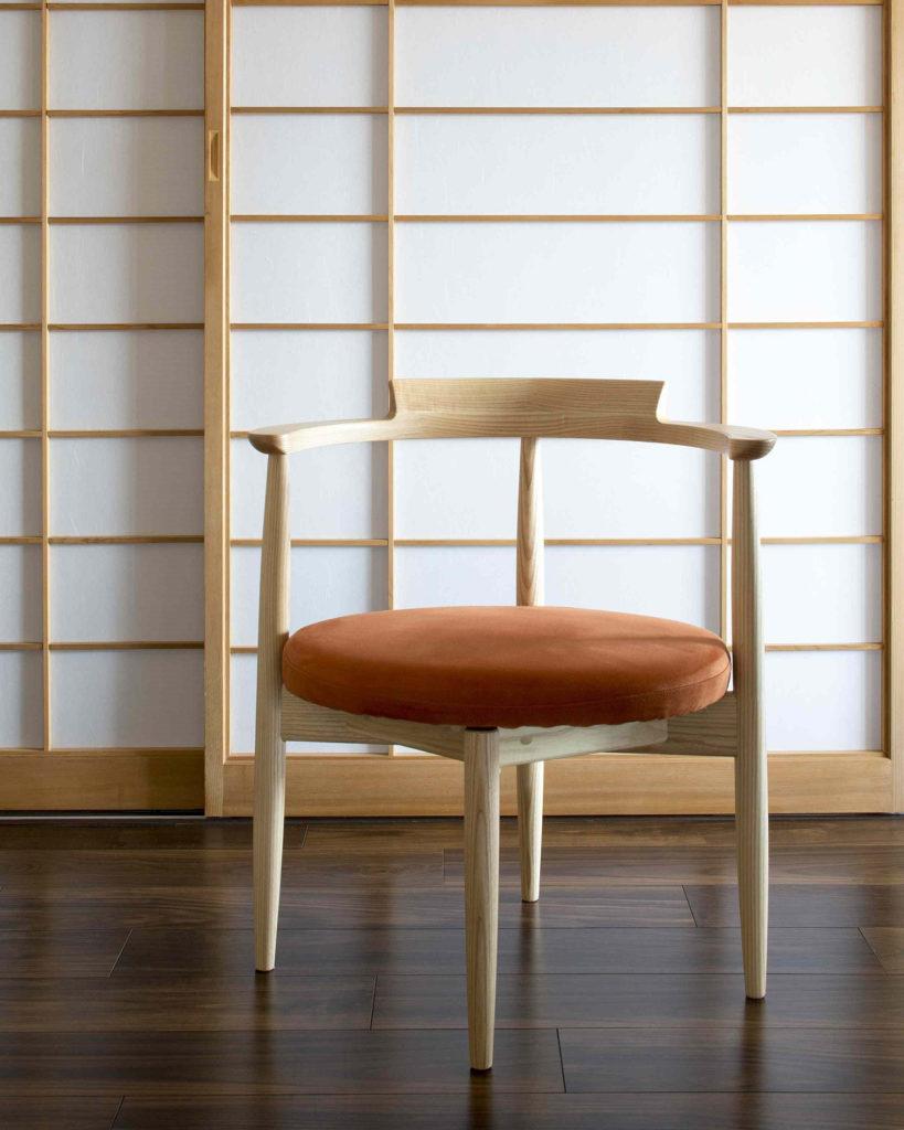 丸くて可愛いホワイトアッシュ材のUZURAチェア:澪工房