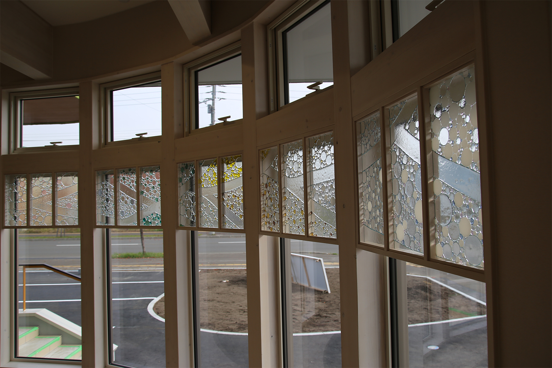 RIKOSPOPPOの綺麗なガラスを取り付けた窓:澪工房