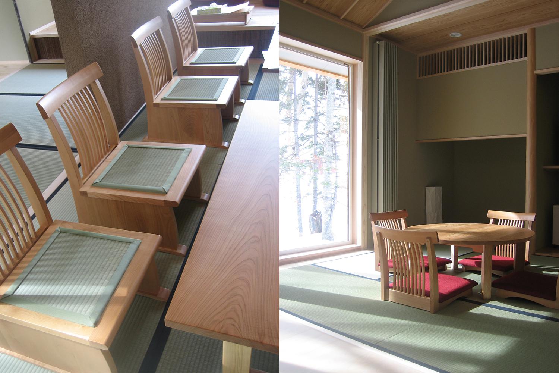 畳貼りの座椅子と赤いクッションの座椅子が置いてある旅館の客室:澪工房