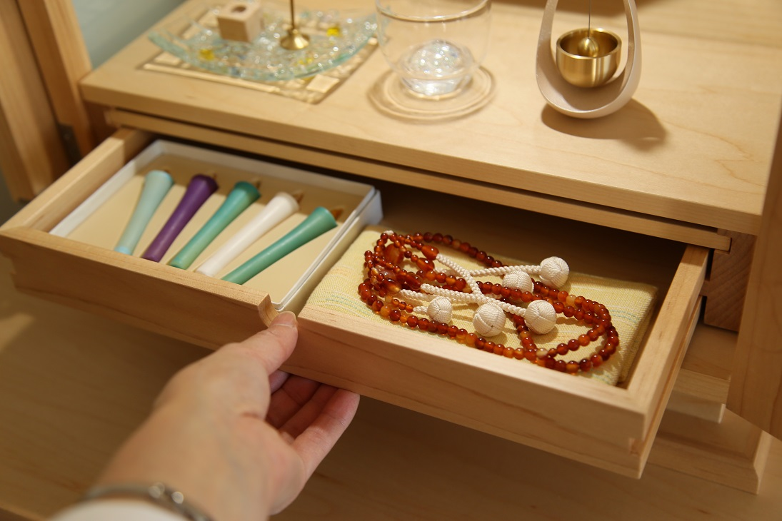 RIKOSPOPPOガラスを入れたモダンな現代仏壇:澪工房