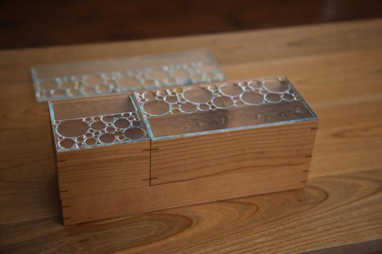 蓋が氷みたいなガラスの小さい木箱:澪工房