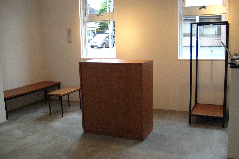 モダンな空間に置かれたカウンター:澪工房