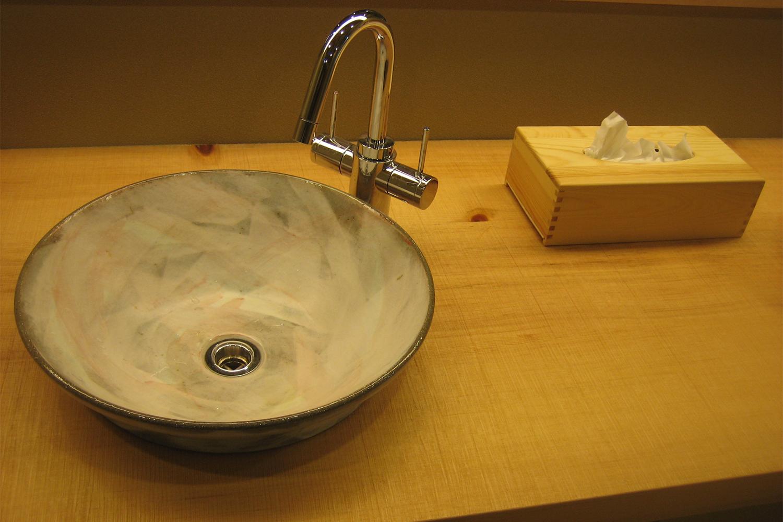 エゾ松の天板を使用した洗面台:澪工房