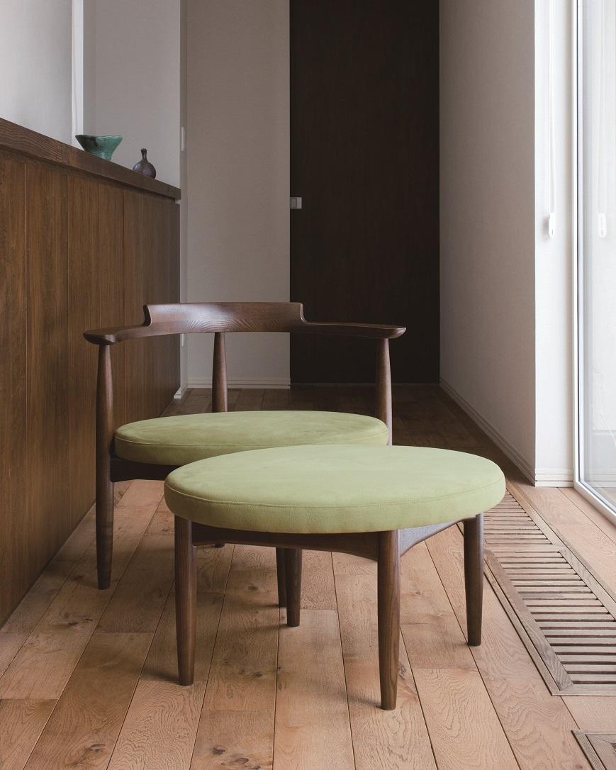 丸くて可愛いくて張地が若草色でホワイトアッシュ材のTAMAGOスツール:澪工房