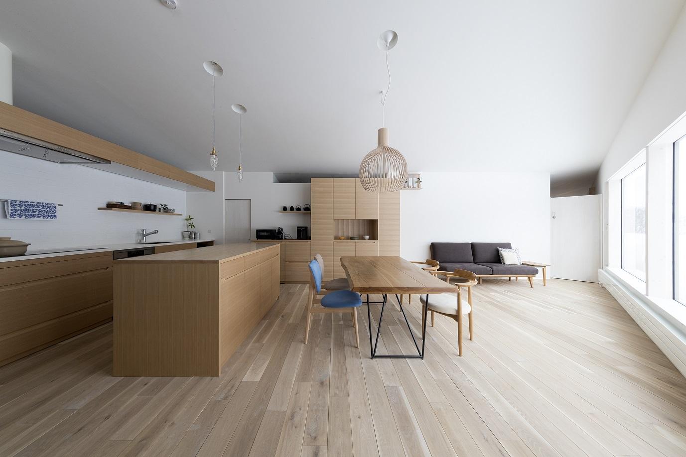タモ材のオーダーキッチンがおしゃれな新築:澪工房
