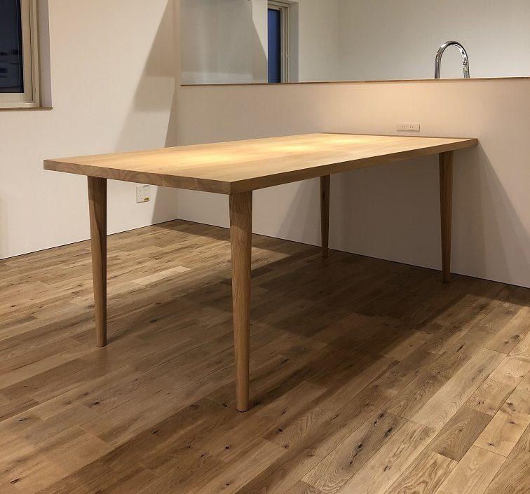 ニレ材のダイニングテーブル ボーノ