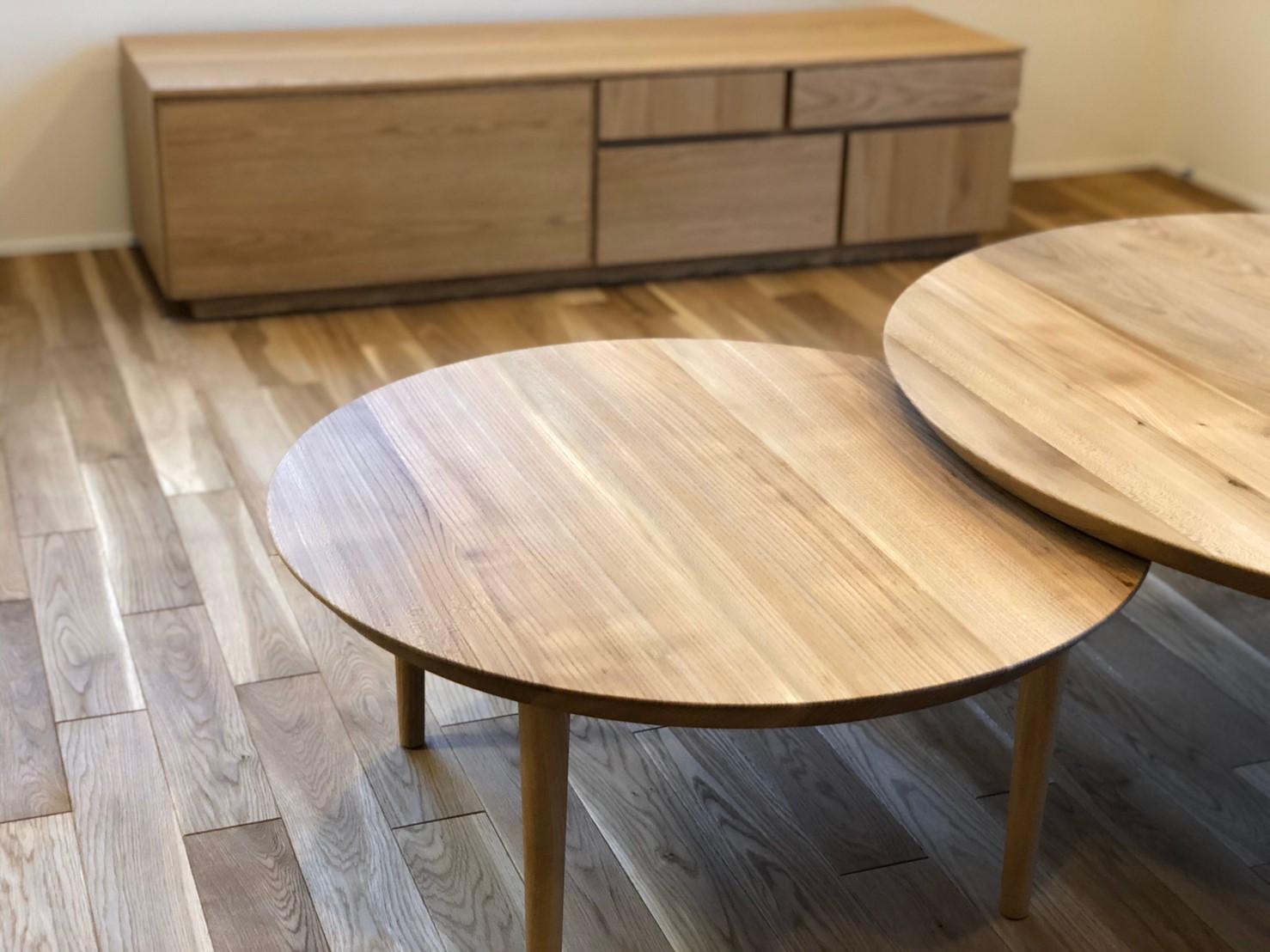 丸い木製ネストテーブル