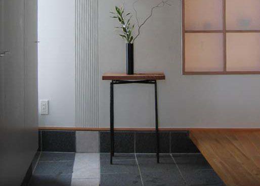 玄関にコンソールテーブル