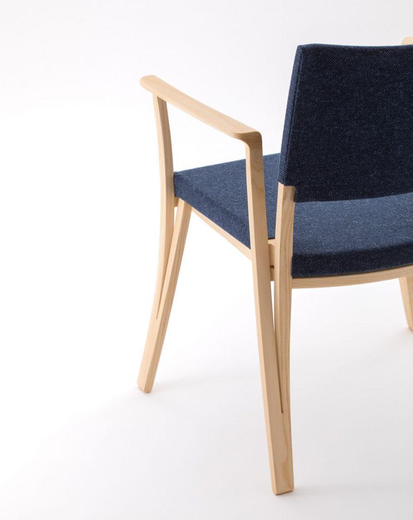 軽い!面白いデザインの椅子