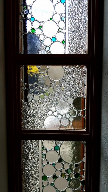 Rikospoppoのガラスを入れた窓