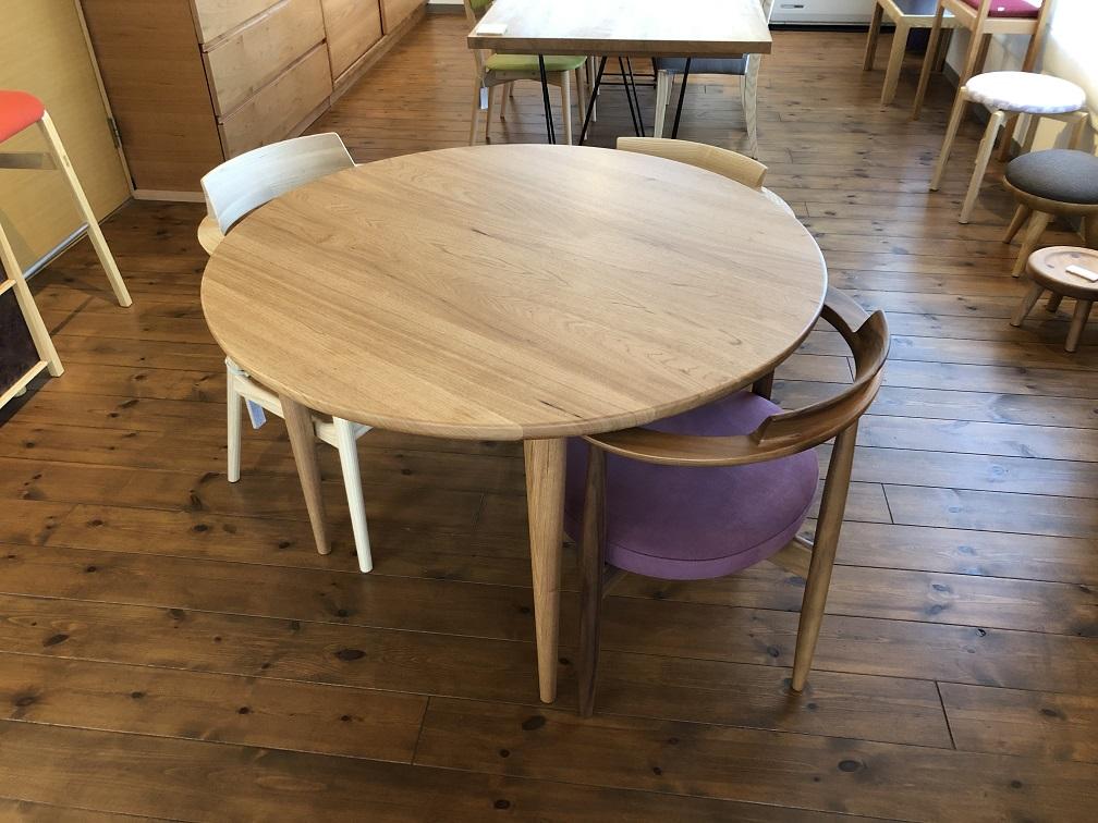 クルミの丸テーブル