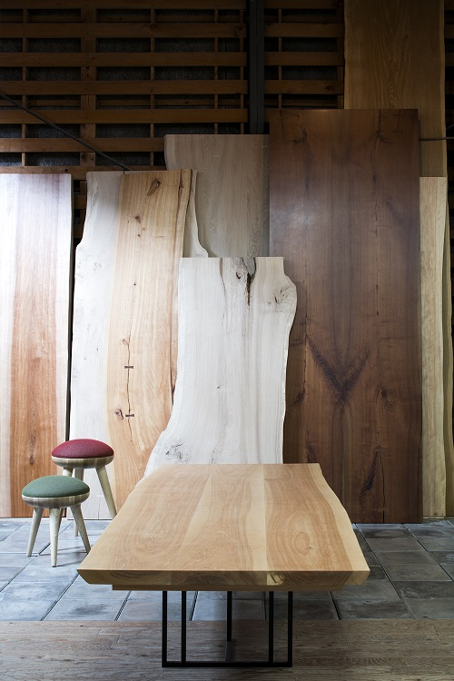 倉庫の写真無垢の天板