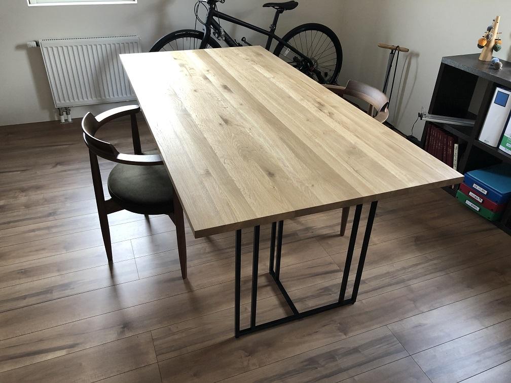 道産ナラ材のダイニングテーブル