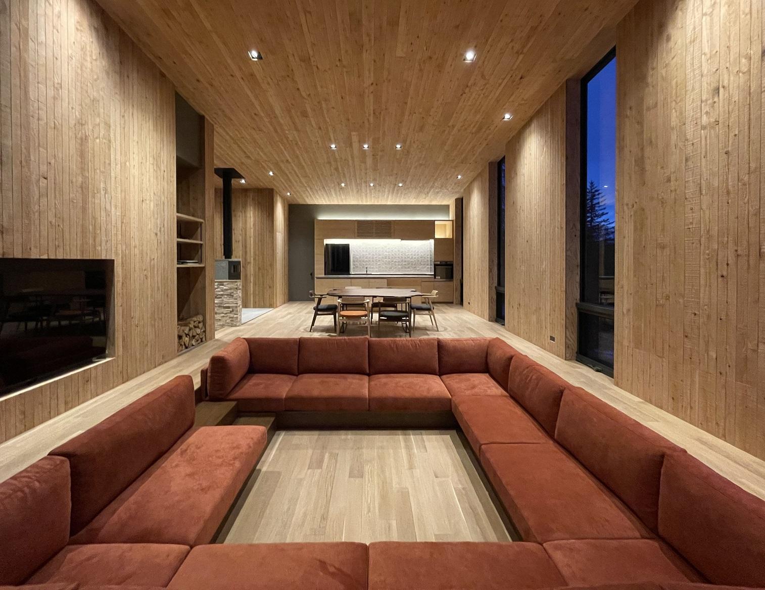 鈴木理アトリエ設計の住宅に澪工房のオーダー家具