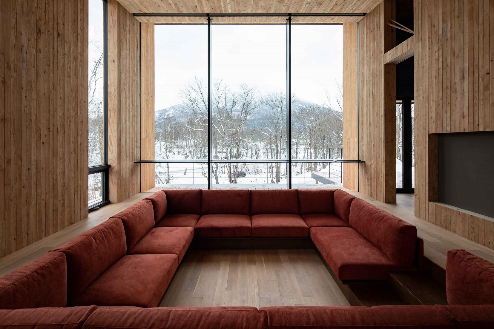 鈴木理アトリエの設計した住宅に澪工房のモダンなオーダーソファ