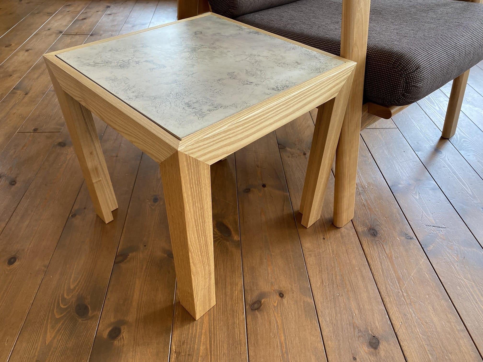木と真鍮の組み合わせのテーブル モメンタムファクトリーOrii